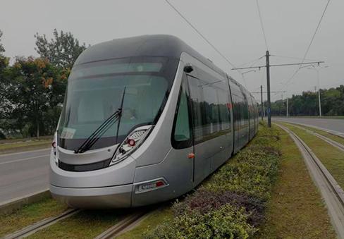 车辆在新津R1线运行